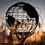 Fotografie einer Skulptur des Globus