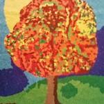 Bild einer fertigestellten Tonpapiercollage mit dem Thema Herbstbaum