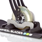 Wheelblade-Ski am Rollstuhlvorderrad montiert