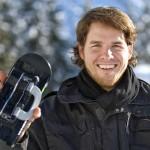 Patrick Mayer mit einer Wheelblade in der rechten Hand